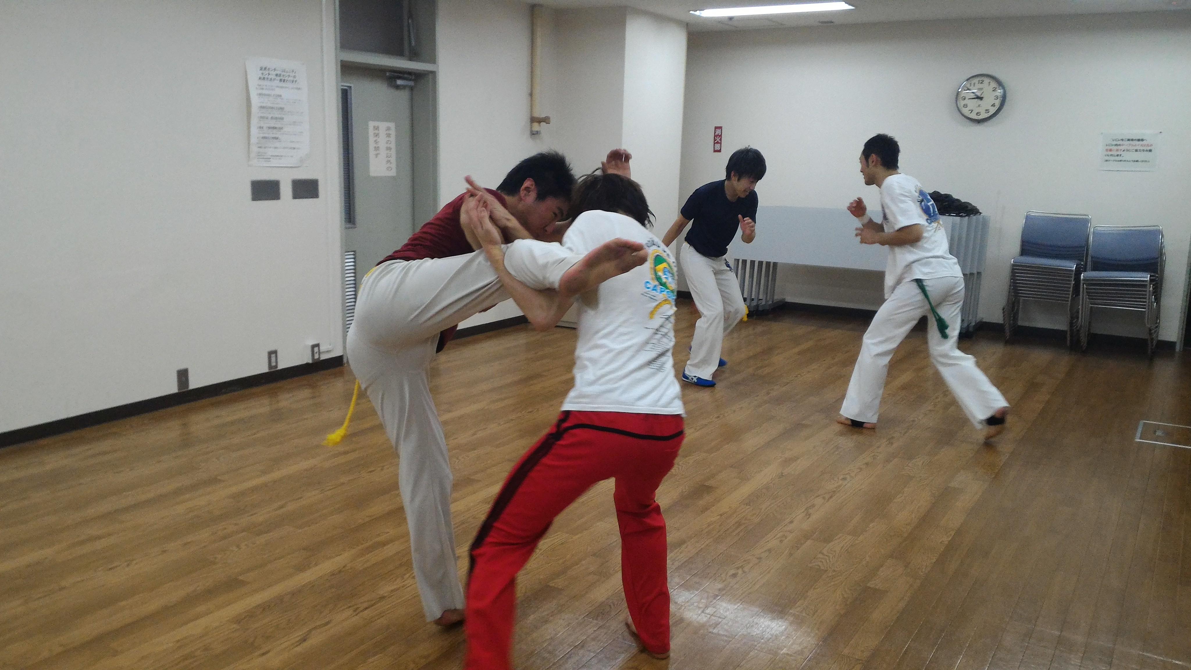 札幌の格闘技の動きのカポエイラ